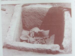 Tomba con Resti Umani e Corredo Funerario