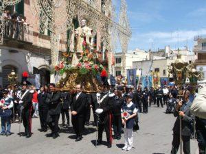 S. Filippo accompagnato dai fedeli