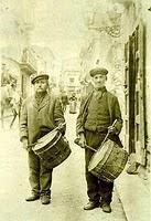 Coppia di banditori con tamburo