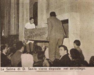 Deposizione nel sarcofago della bara di Don Sante Milano
