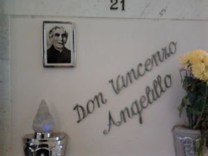 Lapide Don Vincenzo Angelilli
