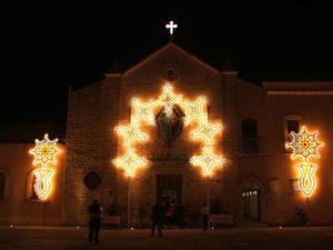 1. Chiesa di S. Antonio con luminarie per la Festa del Crocifisso