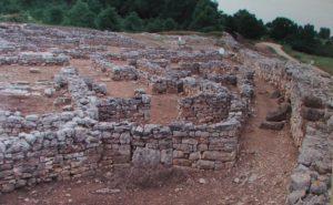 1. Monte Sannace, scorcio della città bassa e strada delle mura
